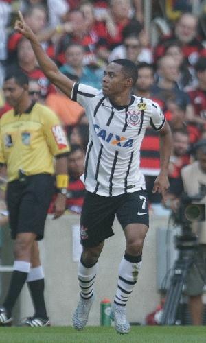 De forma discreta, Elias comemora o seu gol contra o Flamengo, pelo Campeonato Brasileiro