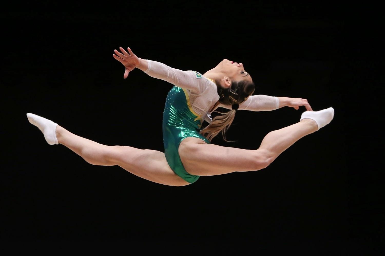 Daniele Hypolito, ginasta do Brasil, se apresenta na eliminatória por equipe do Mundial de ginástica em Glasgow, na Escócia