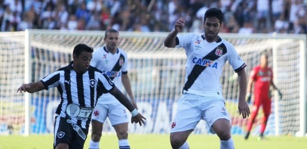 No duelo dos invictos, Vasco vence o Botafogo e se isola na lideran�a