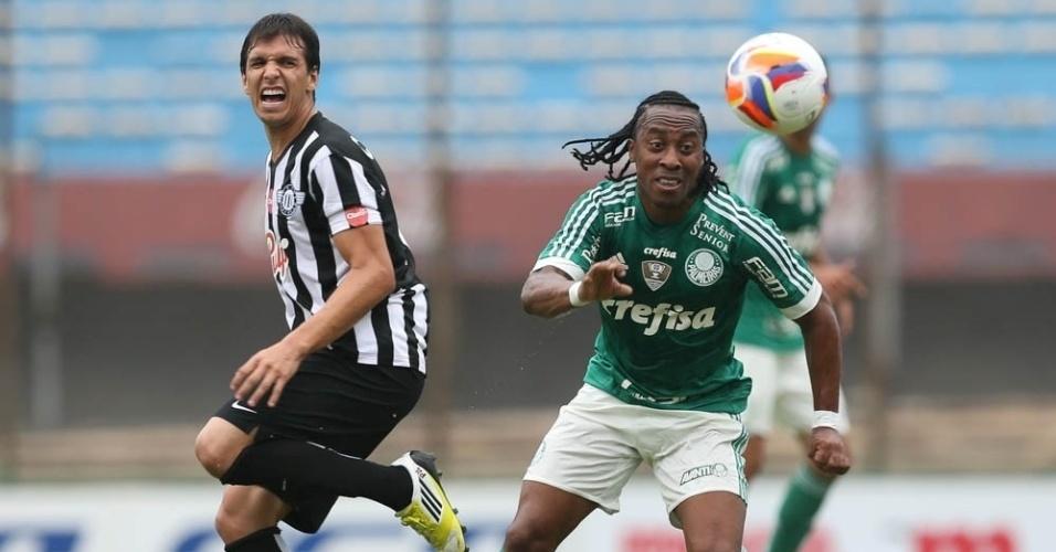 Arouca em ação pelo Palmeiras no amistoso contra o Libertad, no Uruguai