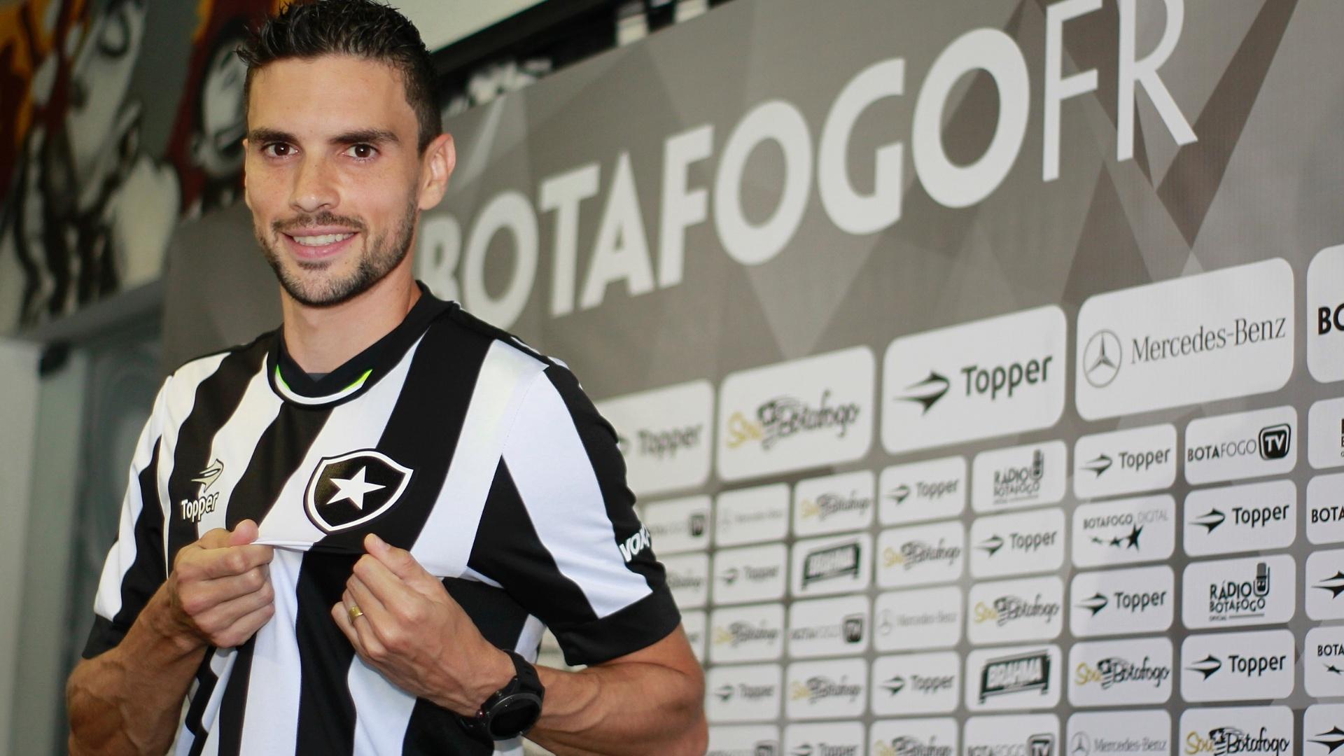 Rodrigo Pimpão durante apresentação pelo Botafogo em General Severiano