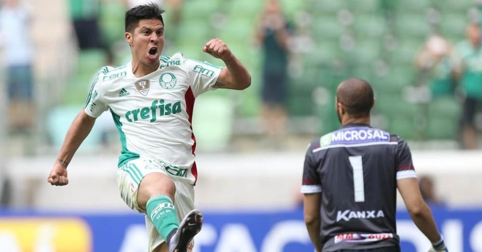 Cristado comemora gol marcado na vitória por 4 a 1 do Palmeiras sobre o Capivariano