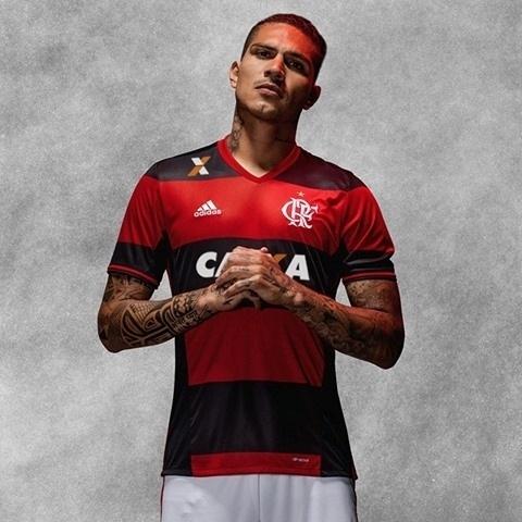 Flamengo apresentou novo uniforme nas redes sociais