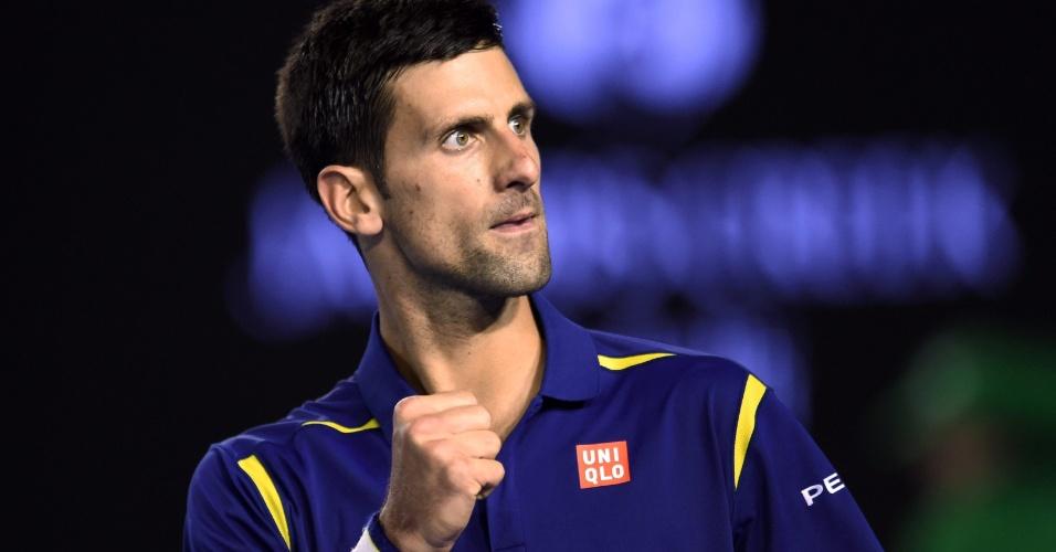 Djokovic comemora ponto conquistado sobre Andy Murray na final do Aberto da Austrália