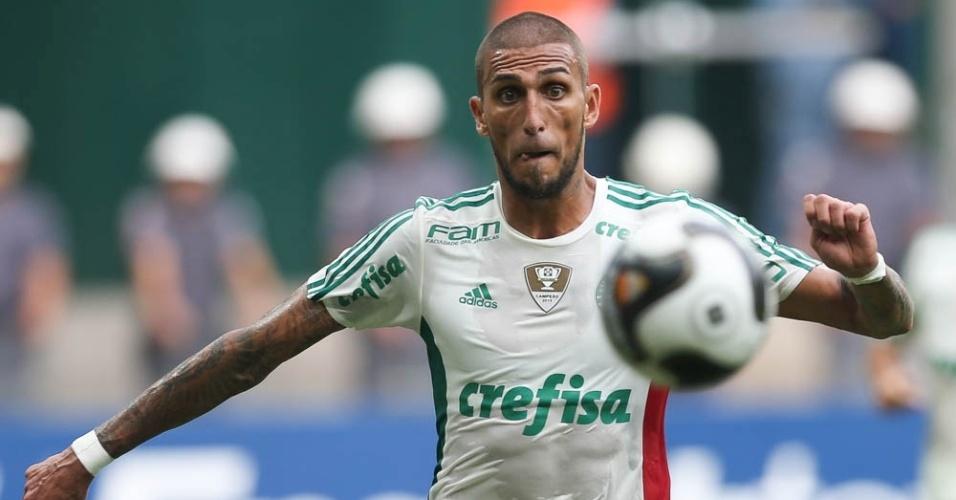 Rafael Marques em ação pelo Palmeiras durante a partida contra o Capivariano
