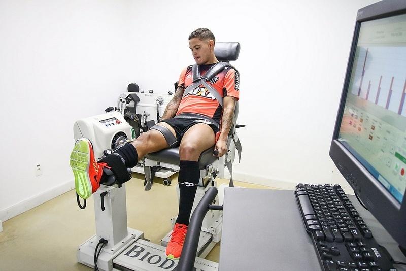 Primeiro dia de Carlos Eduardo como jogador do Atlético-MG foi apenas de avaliações e exames