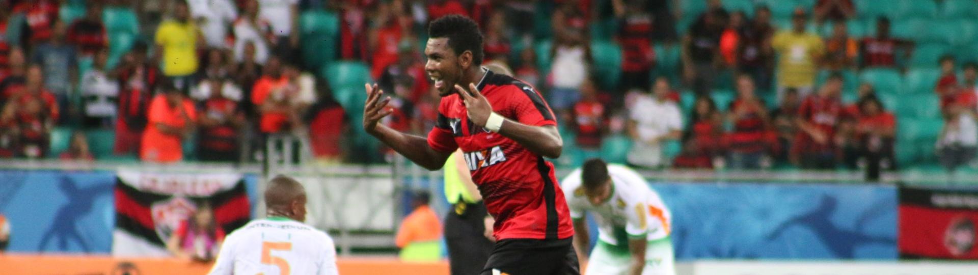 Marcelo festeja gol do Vitória contra o América-MG