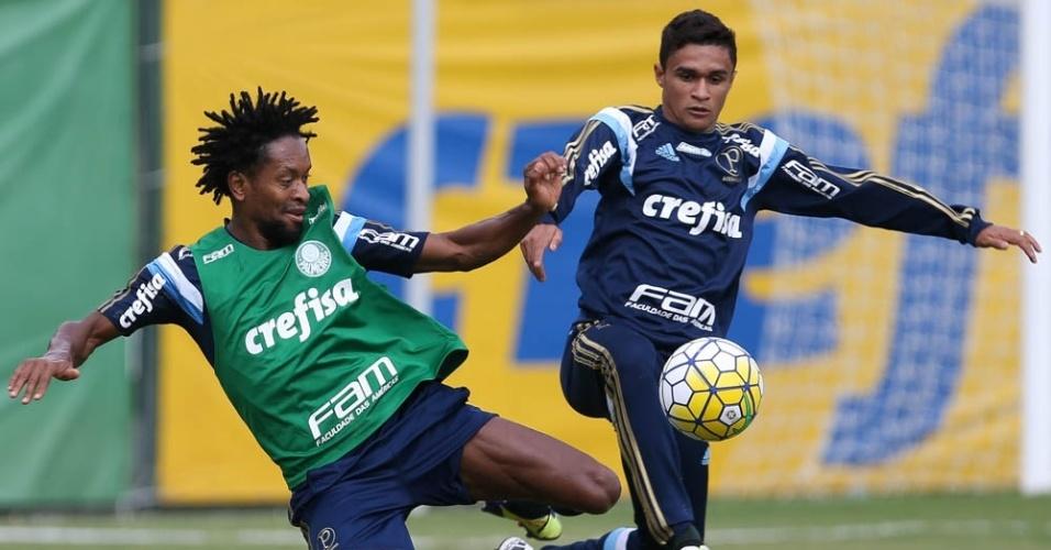 Zé Roberto e Erik em lance do treino do Palmeiras na Academia de Futebol