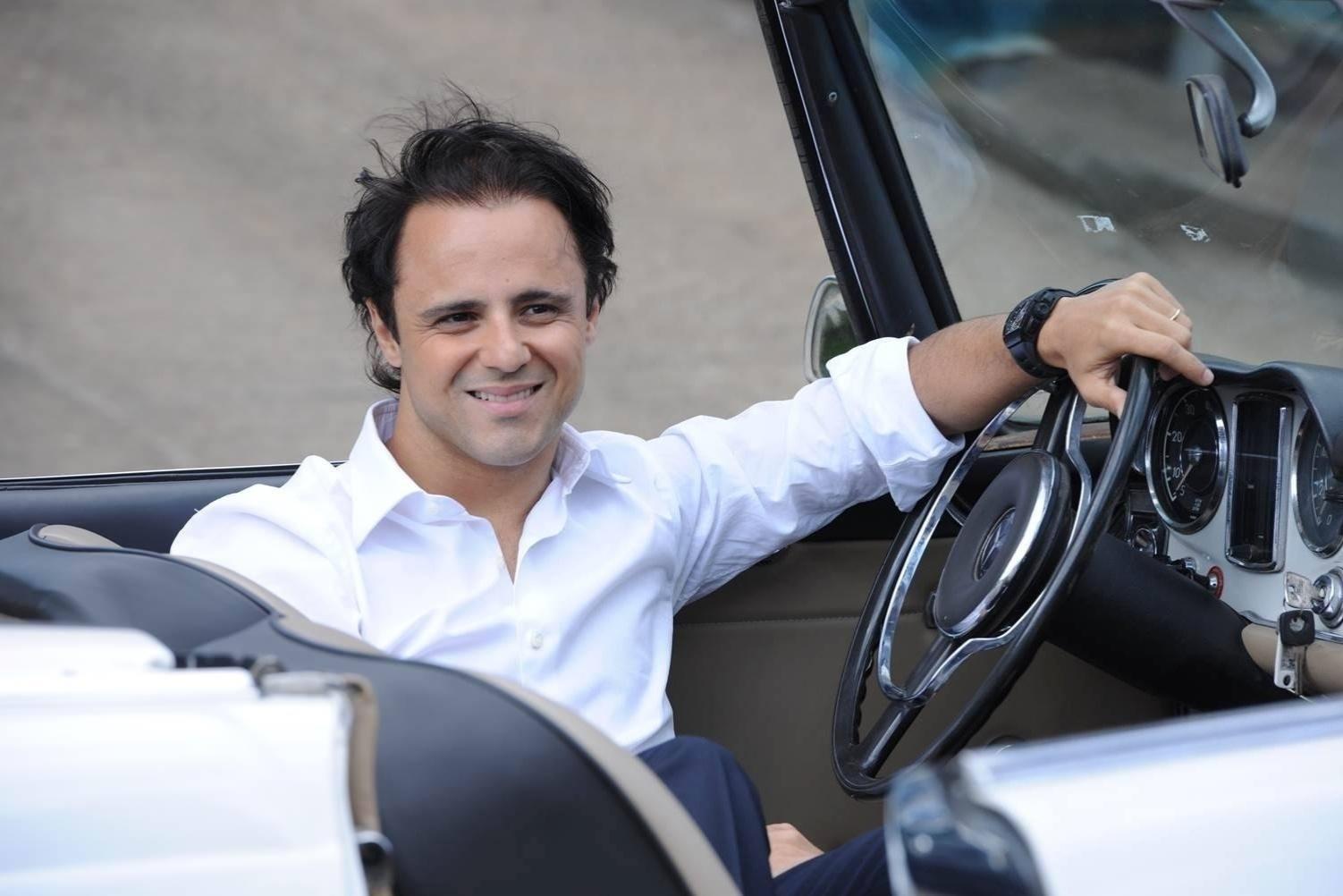 Felipe Massa posa para foto