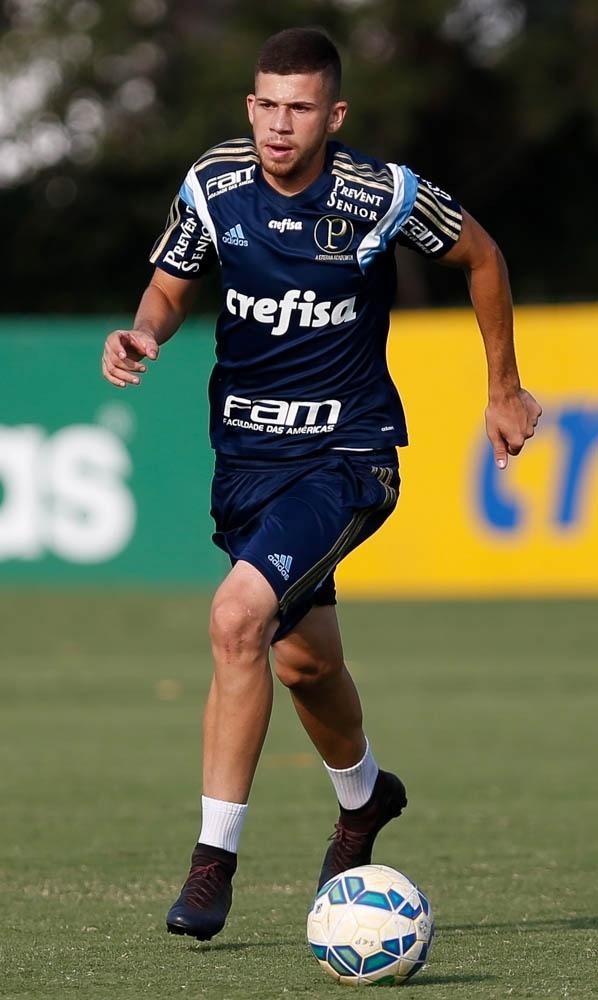 Jobson durante treino do Palmeiras na Academia de Futebol