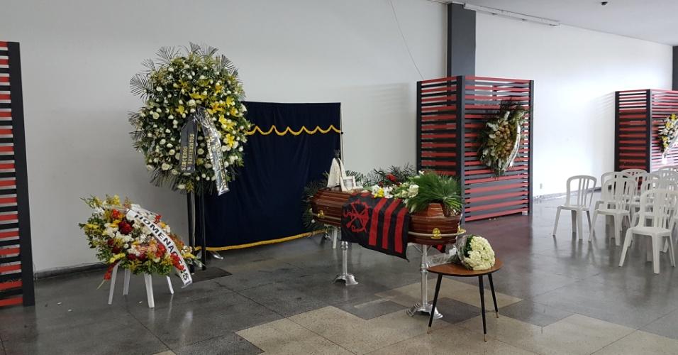 Corpo do repórter Victorino Chermont é velado no salão nobre do Flamengo