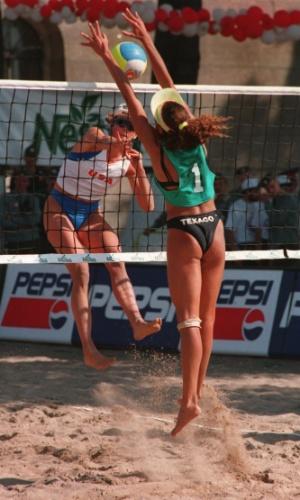 Atletas chegaram a usar espécie de coletes nos Jogos da Amizade, na Rússia, em 1994
