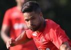 """Volante do Grêmio pede cuidado com estreante Diego: """"Muito inteligente"""" - Gilvan de Souza / Flamengo"""