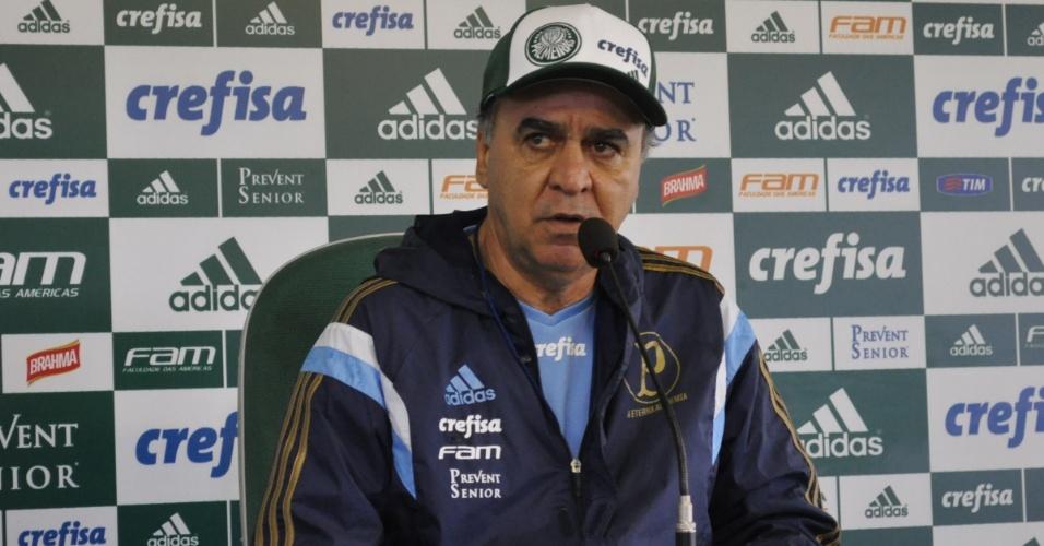 Marcelo Oliveira concede entrevista após treinamento do Palmeiras