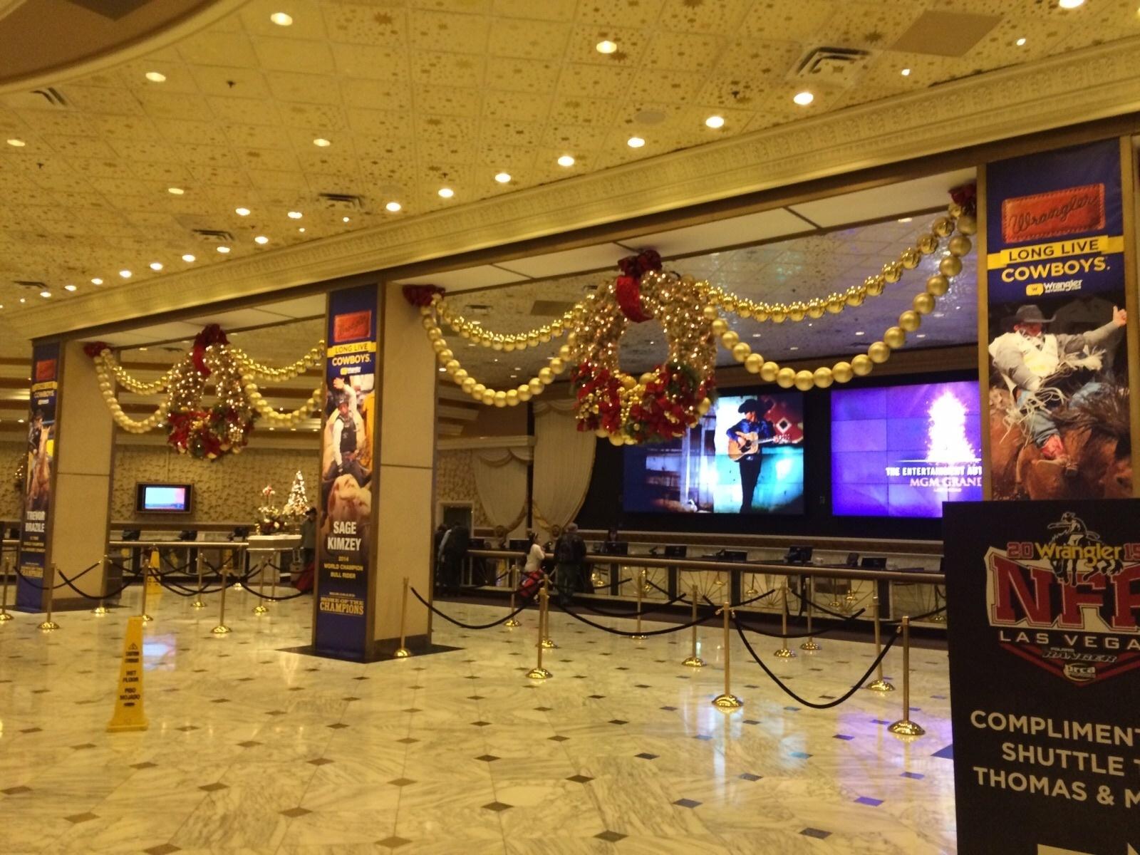 O MGM Grand Hotel, em Las Vegas, que recebe o UFC 194, está decorado também com o campeonato norte-americano de rodeio
