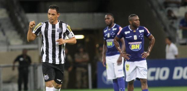 Ricardo Oliveira comemora o gol da única vitória do Santos como visitante no Brasileiro