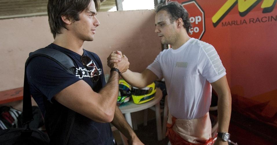 Nelsinho Piquet e Felipe Massa se encontram no kartódromo da Granja Viana, em Cotia (SP), em outubro de 2009