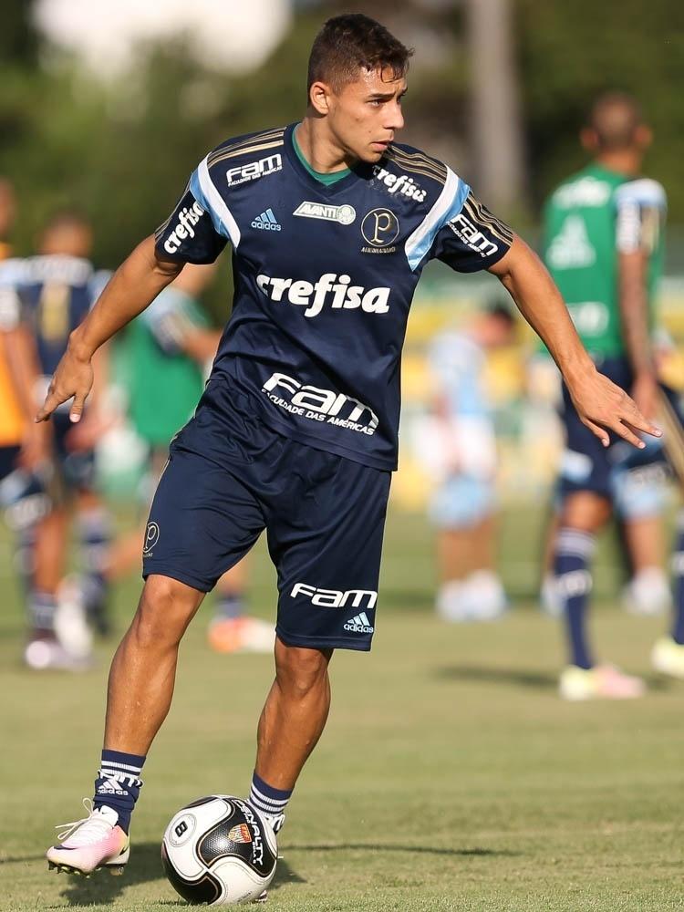 João Pedro em ação no treino do Palmeiras na Academia de Futebol