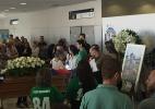 Zagueiro é velado com homenagem de ex-colegas na Arena do Grêmio