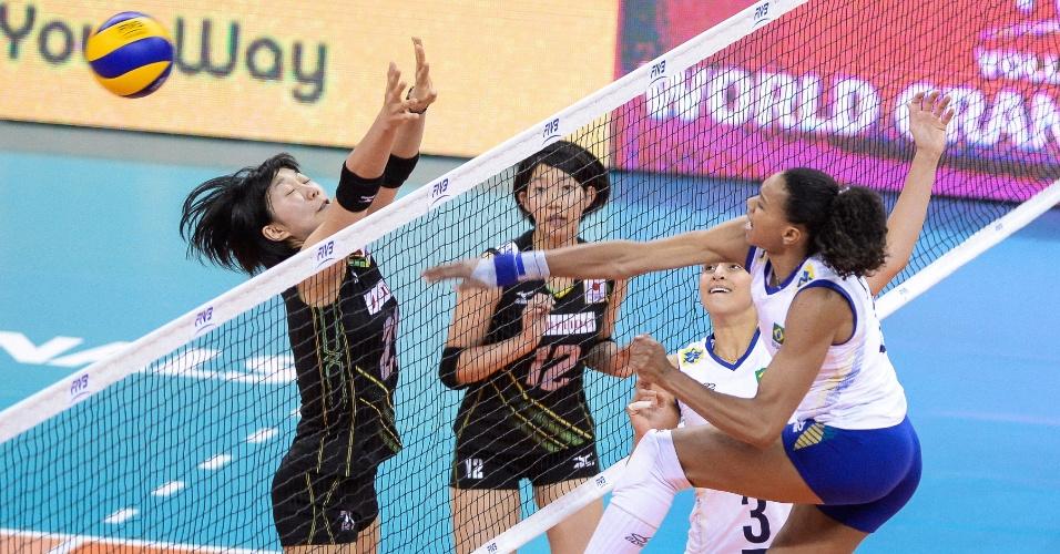 24.jul.2015 - Juciely voltou a ser destaque do Brasil em jogo contra o Japão, pela terceira rodada da fase final do Grand Prix. Ela havia pontuado pouco na partida anterior, contra a Rússia