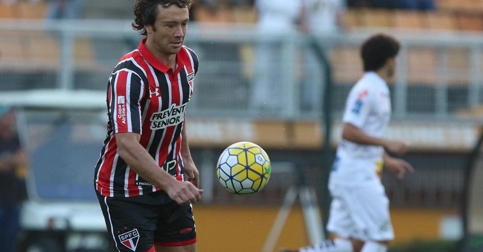 Lugano domina bola em partida contra o Santos