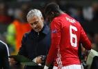 Mourinho se irrita com assistente que passou instruções erradas a Pogba