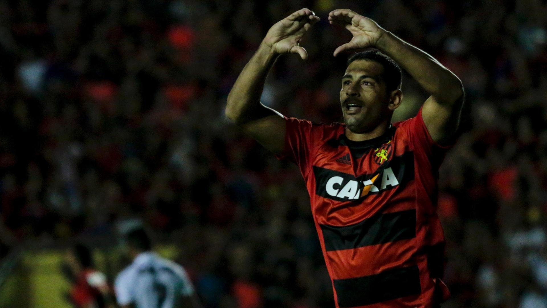 Diego Souza comemora gol do Sport contra o Vitória
