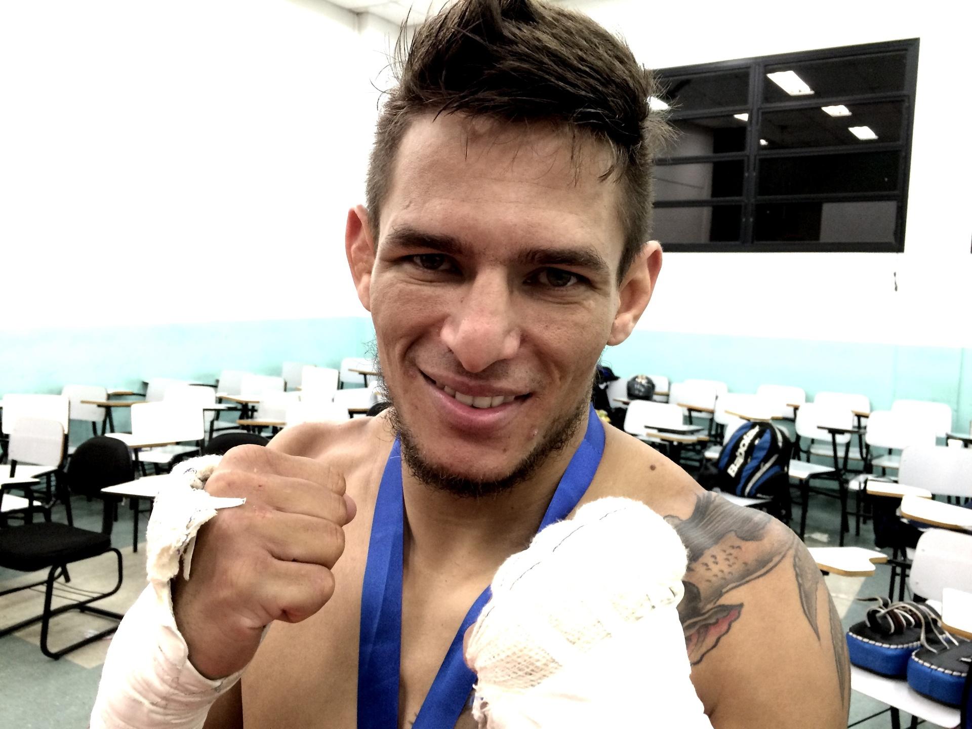 Anderson Berinja tem rotina profissional no MMA e sonha em se fixar nos EUA