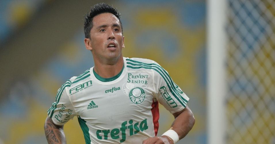 Lucas Barrios marca o gol de empate do Palmeiras sobre o Fluminense pelo Campeonato Brasileiro