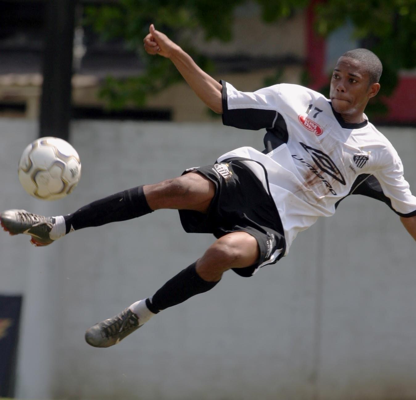 Robinho, em treino do Santos em sua primeira passagem pelo clube