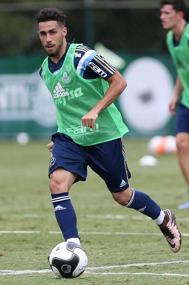Gabriel voltou aos treinos no Palmeiras seis meses depois de realizar uma cirurgia no joelho