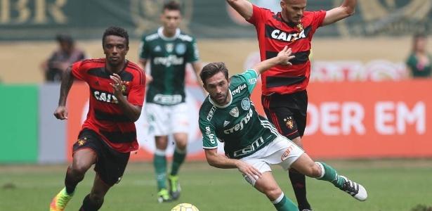 O argentino Allione em ação pelo Palmeiras contra o Sport