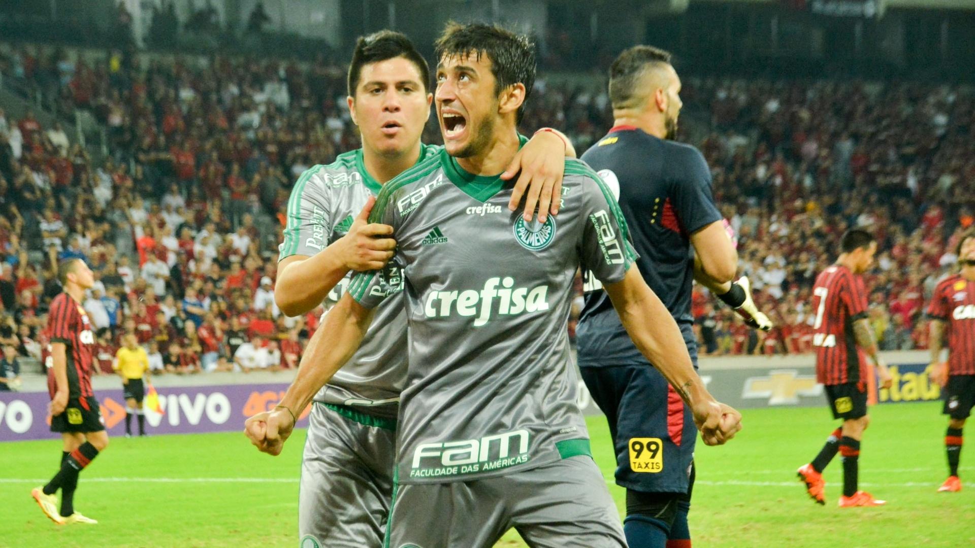 Robinho comemora o seu gol pelo Palmeiras contra o Atlético-PR, no Campeonato Brasileiro