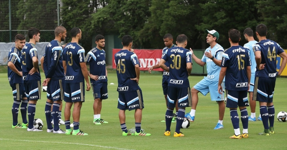 Jogares que não viajaram ao Uruguai treinam na Academia de Futebol do Palmeiras