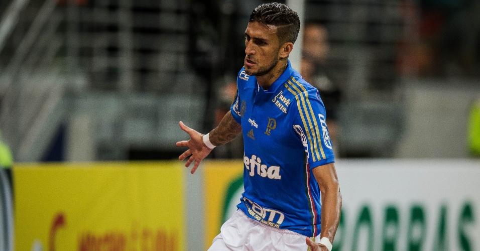 Rafael Marques celebra após marcar para o Palmeiras contra o Cruzeiro