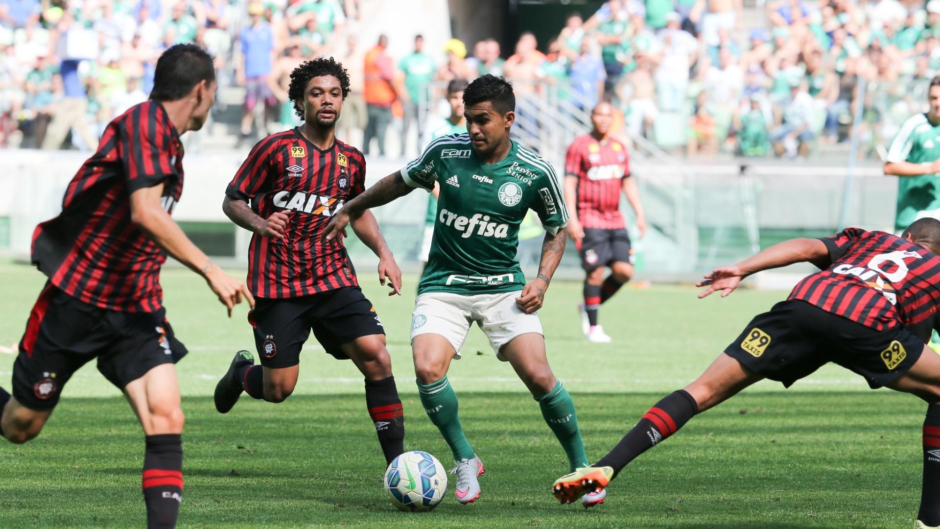 Lance da partida entre Palmeiras e Atlético-PR, recorde de público do time alviverde no Campeonato Brasileiro