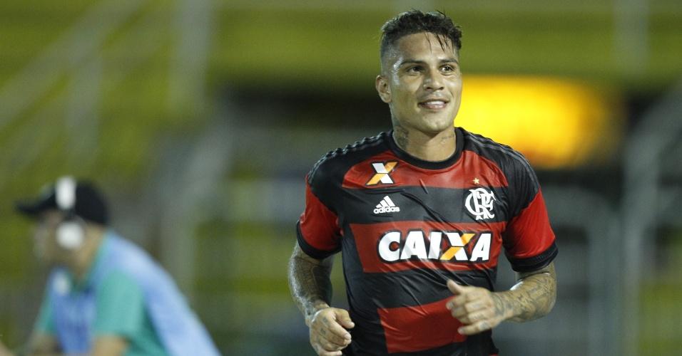 Paolo Guerrero comemora o gol marcado na goleada por 5 a 0 sobre a Portuguesa