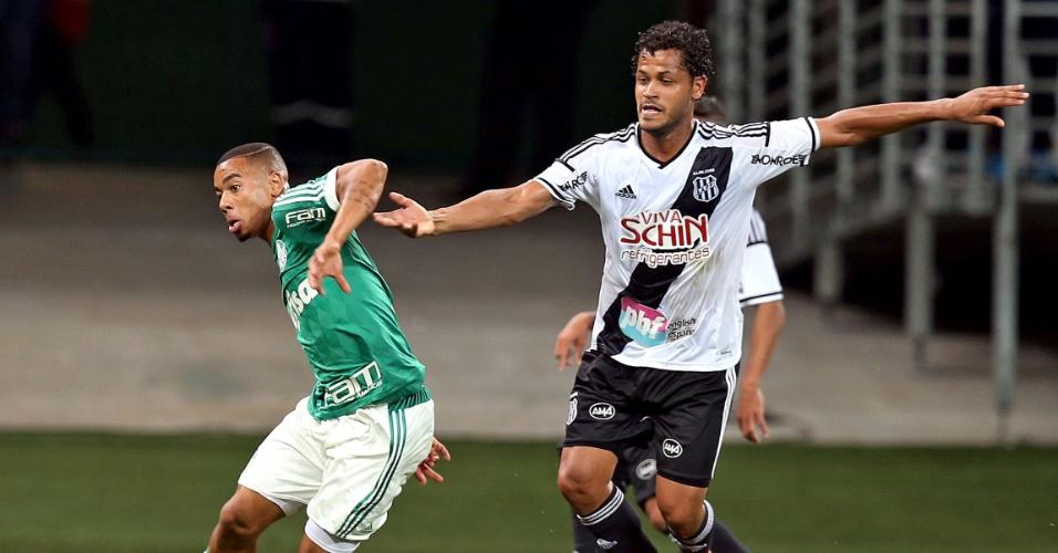 Gabriel Jesus tenta jogada para o Palmeiras contra a Ponte Preta pelo Campeonato Brasileiro