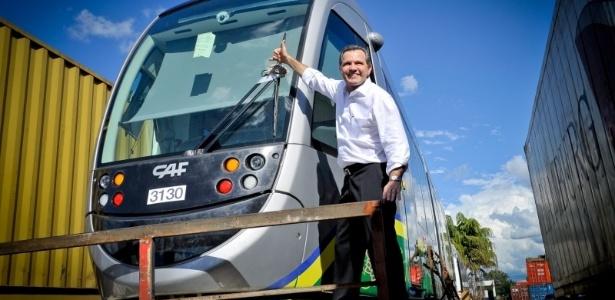 Ex-governador Silval Barbosa gastou R$ 120 mi a mais que o necessário em trens do VLT