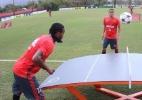 Tênis de mesa, mas com bola de futebol. Clima da Rio-2016 toma conta do Fla