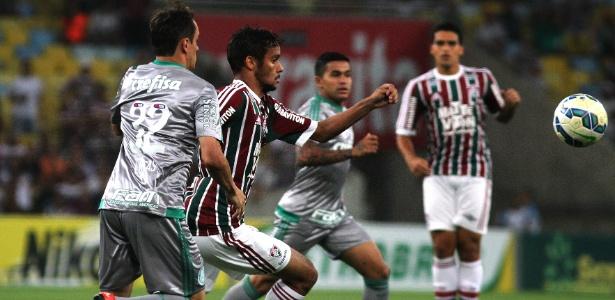 Palmeiras oferece triplo do salário, mas multa pode manter Scarpa no Flu
