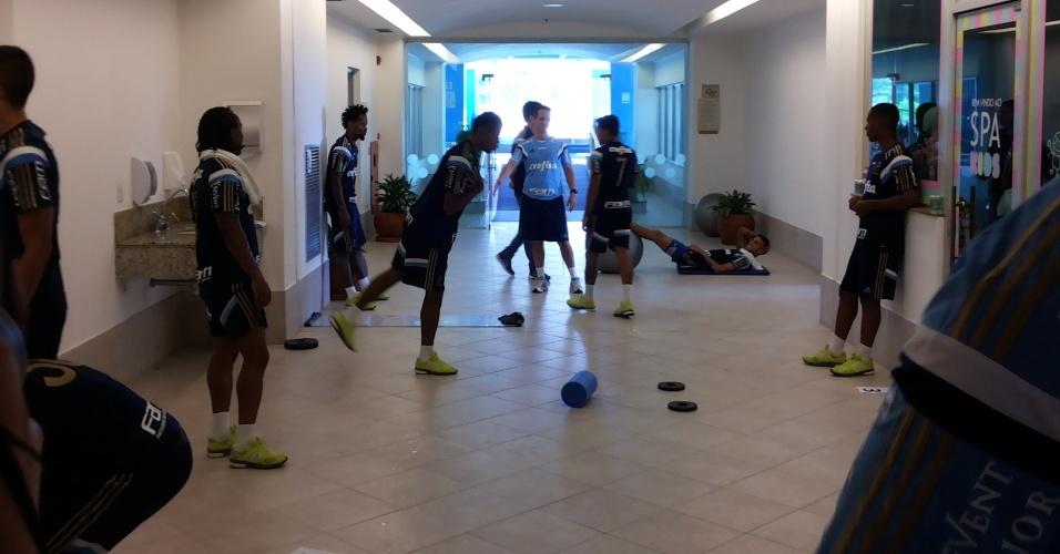 Jogadores do Palmeiras realizam trabalho físico em Atibaia