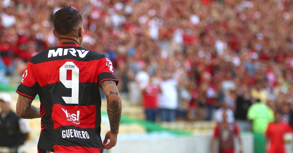 Paolo Guerrero durante a partida contra o Santos. Camisa 9 tem melhor ano em 2016