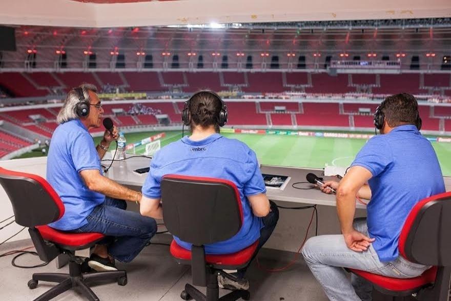 Transmissão da Grêmio Rádio no Beira-Rio após um clássico Gre-Nal