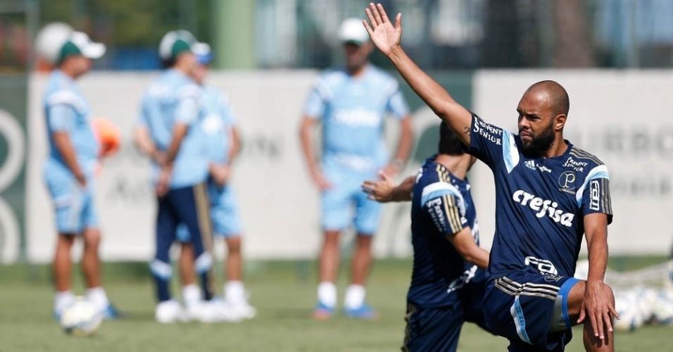 Alecsandro participa de trabalho físico durante preparação do Palmeiras em Atibaia