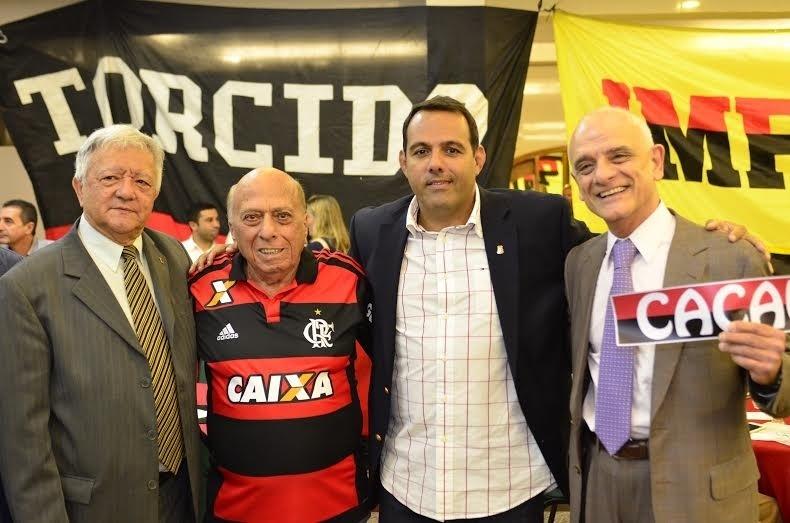 Paulo Cézar Ribeiro, George Helal e o candidato Cacau Cotta (c) em evento eleitoral