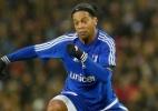 Esvaziado por atentados, amistoso reúne Beckham, Ronaldinho e Figo