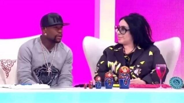 Mayweather usa cordão de R$ 3,8 milhões em programa de TV na Turquia