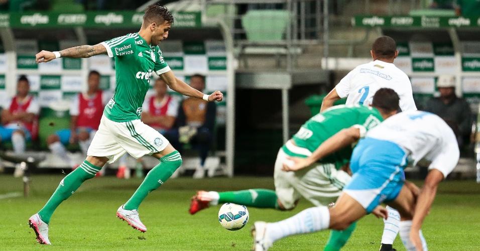 Rafael Marques chuta para marcar pelo Palmeiras na partida contra o Avaí, no Allianz Parque
