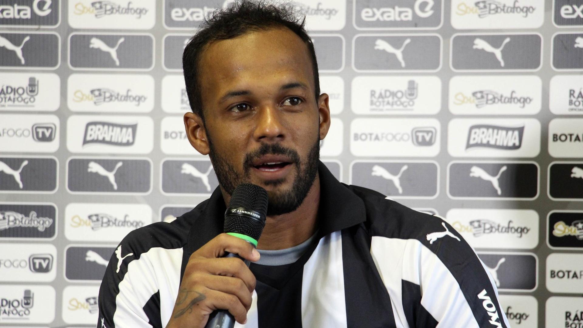 Bruno Silva é apresentado no Botafogo